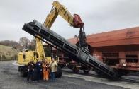 Um einen perfekten Arbeitsablauf bei der Entladung des Schwarzstoffes in Bahnbetrieb zu gewährleisten musste das vorhandene Förderband an den PW180 angepasst werden